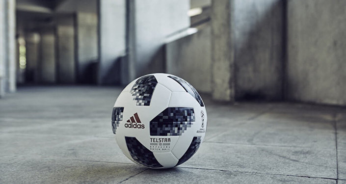 Telstar 18, a bola que será utilizada na Copa do Mundo da Rússia, em 2018.