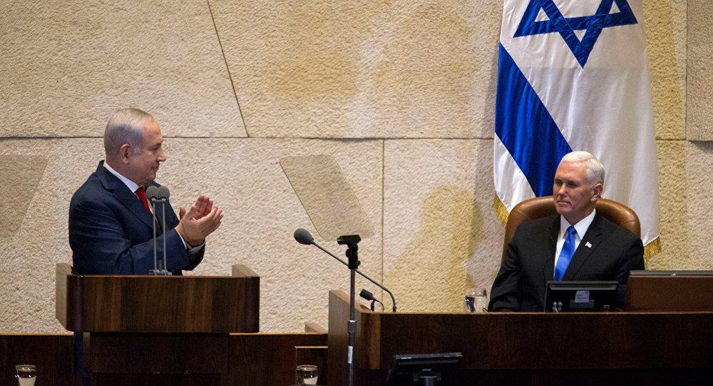 Primeiro-ministro de Israel, Benjamin Netanyahu, e o vice-presidente dos EUA, Mike Pence, no Parlamento de Israel.