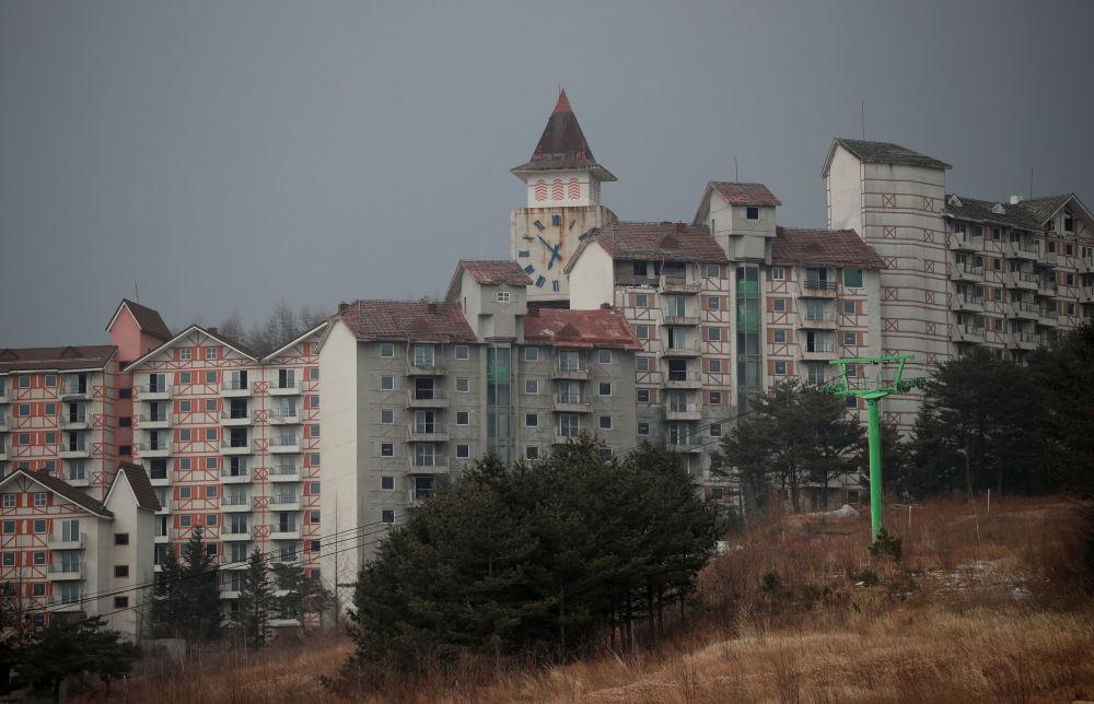O complexo do resort Alps Ski, situado perto da zona desmilitarizada que separa as duas Coreias, na cidade sul-coreana de Goseong