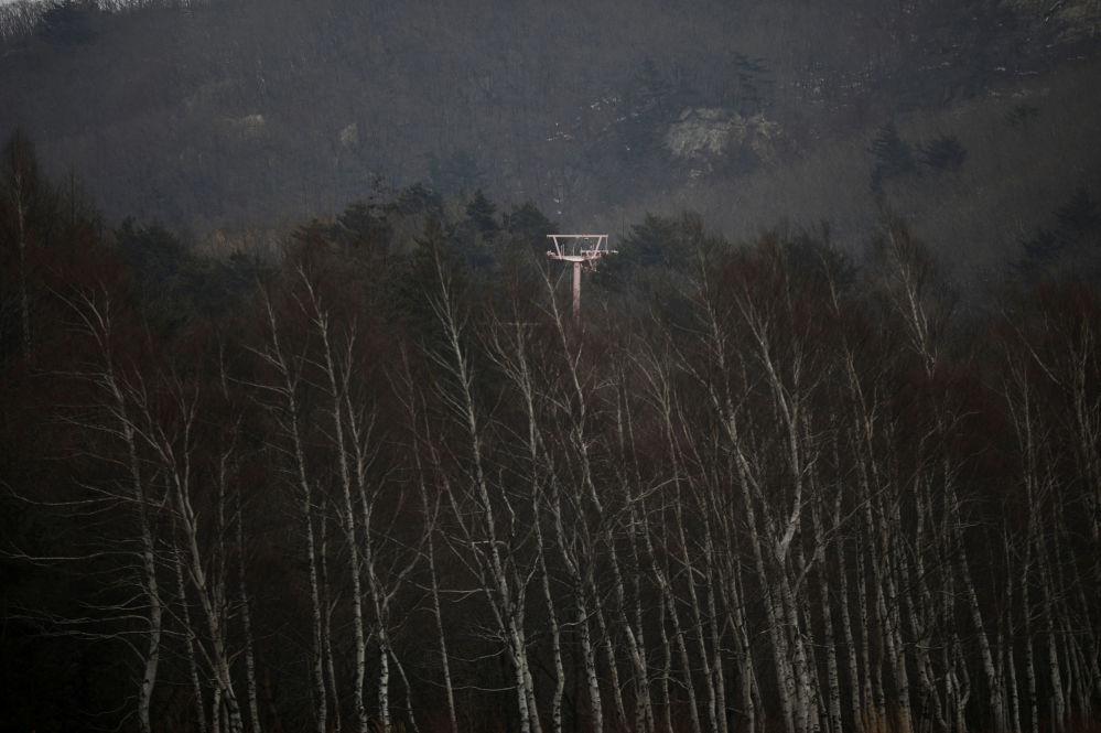 Torre de teleféricos de esqui no resort Alps Ski, situado perto da zona desmilitarizada que separa as duas Coreias, na cidade sul-coreana de Goseong