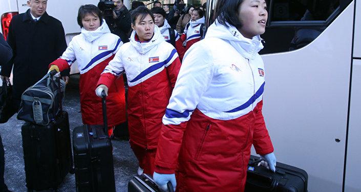 PyeongChang'2018: esquiadores sul-coreanos chegam à Coreia do Norte para treinar