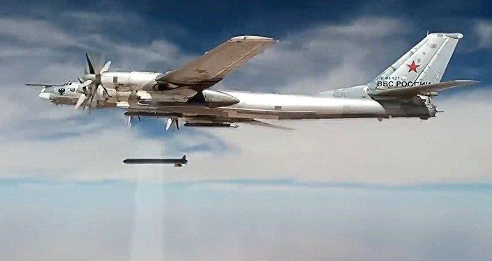 Míssil Kh-101 lançado pelo avião Tupolev Tu-95MS
