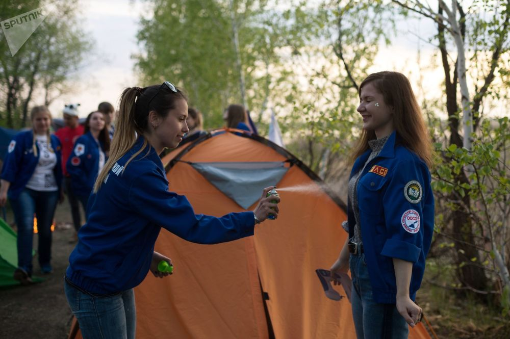 Estudantes praticam atividades realizadas na floresta