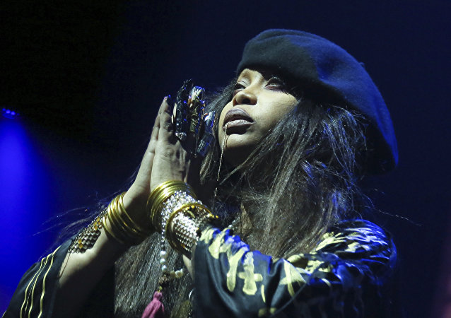 Cantora Erykah Badu