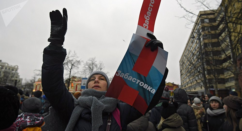 Polícia invade escritório de líder da oposição em meio a manifestações — Rússia