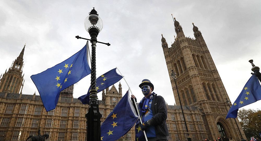 May contra direitos iguais para cidadãos da UE que cheguem após 'Brexit'
