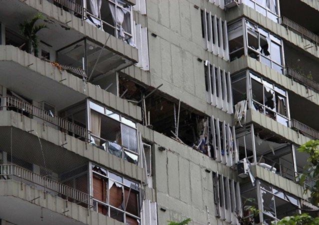 Prédio danificado após explosão em São Conrado.