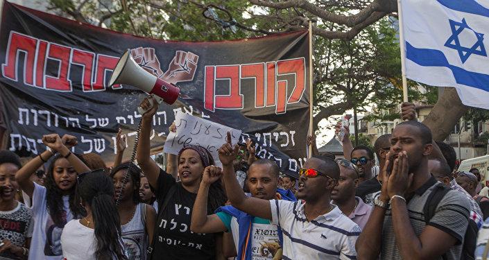 Judeus de origem etíope realizam protesto pacífico contra o racismo em Tel Aviv