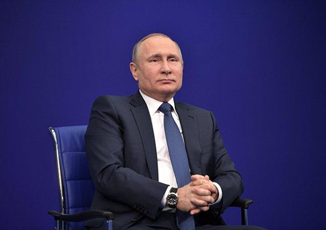 O presidente da Rússia, Vladimir Putin, durante uma reunião com membros da sua campanha eleitoral para eleições de 2018