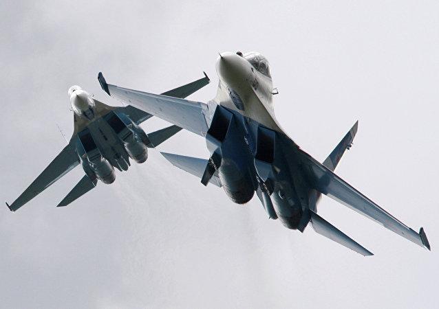 Caças Su-27 da Força Aérea russa