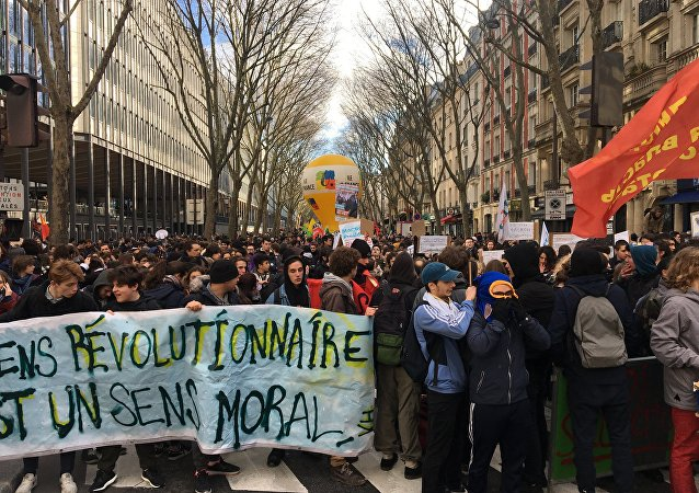 Estudantes se manifestam em Paris contra a reforma de ingresso a universidades, em 1 de fevereiro de 2018