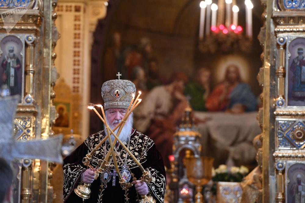 Patriarca da Igreja Ortodoxa Kirill durante a liturgia dedicada ao 9º aniversário da sua entronização, na Catedral de Cristo Salvador