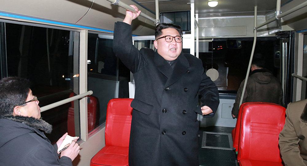 Kim Jong-un viaja em novo trólebus em Pyongyang