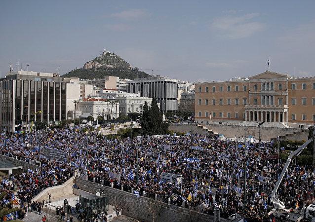 Manifestação leva 1,5 milhão de gregos às ruas para protesto contra.