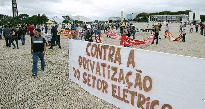 Eletricitários protestam em vários estados contra venda de distribuidoras da Eletrobras