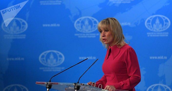 A representante oficial do Ministério das Relações Exteriores da Rússia, Maria Zakharova, durante seu briefing em 8 de fevereiro de 2018
