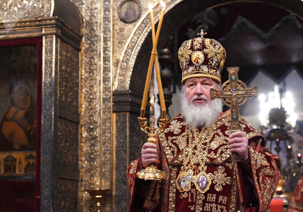 Patriarca Kirill celebra missa na Catedral da Dormição, no Kremlin, Moscou