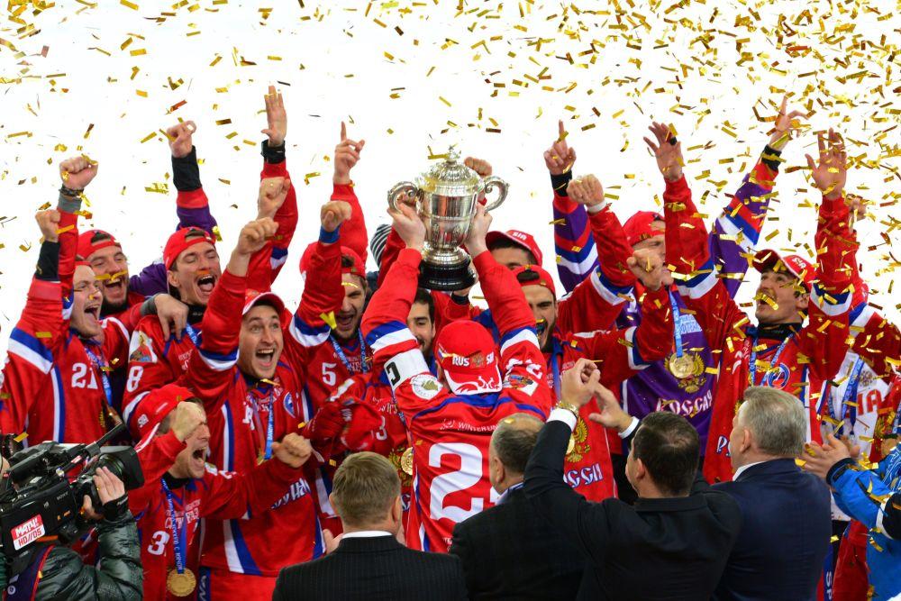 Jogadores da seleção de hóquei russa após vitória no Campeonato Mundial