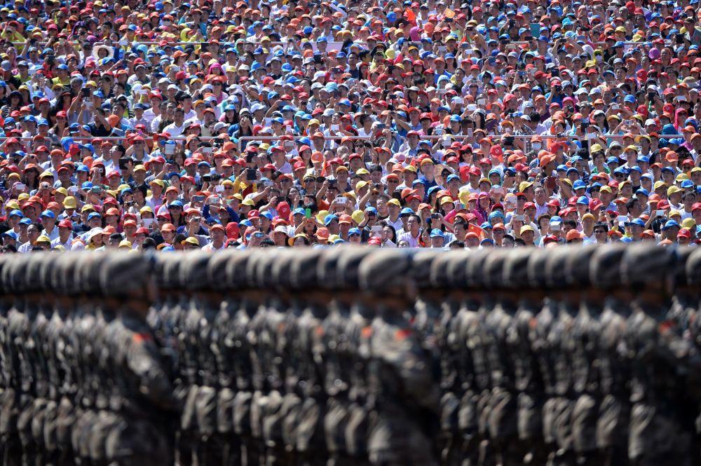 Marcha de soldados chineses na parada dedicada ao 70º aniversário do fim da Segunda Guerra Mundial