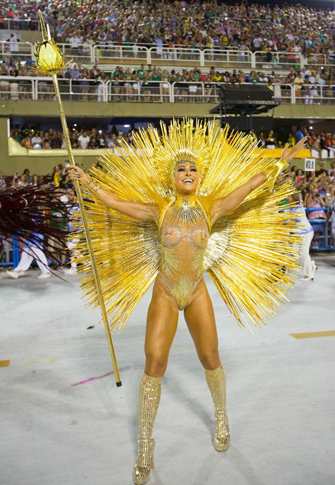 Terceira escola a entrar na Sapucaí no primeiro dia de desfiles do Grupo Especial do Rio, a Vila Isabel apresentou o enredo Corra que o futuro vem aí
