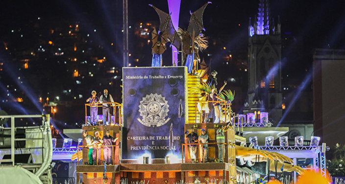 A reforma trabalhista do presidente Michel Temer também foi comentada pelo desfile.