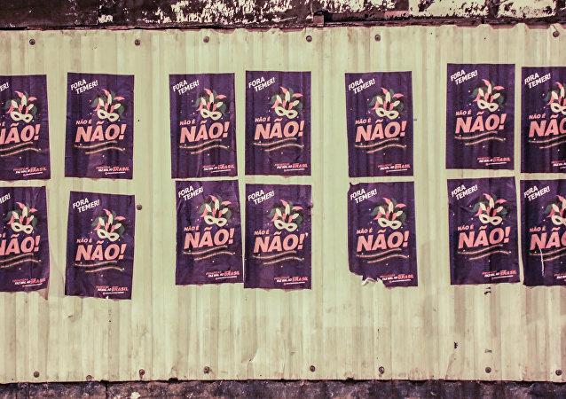 Cartazes de Movimentos Sociais com a frase Não é Não espalhados no centro do Rio de Janeiro para o Carnaval. Foto de 13 de fevereiro de 2018.