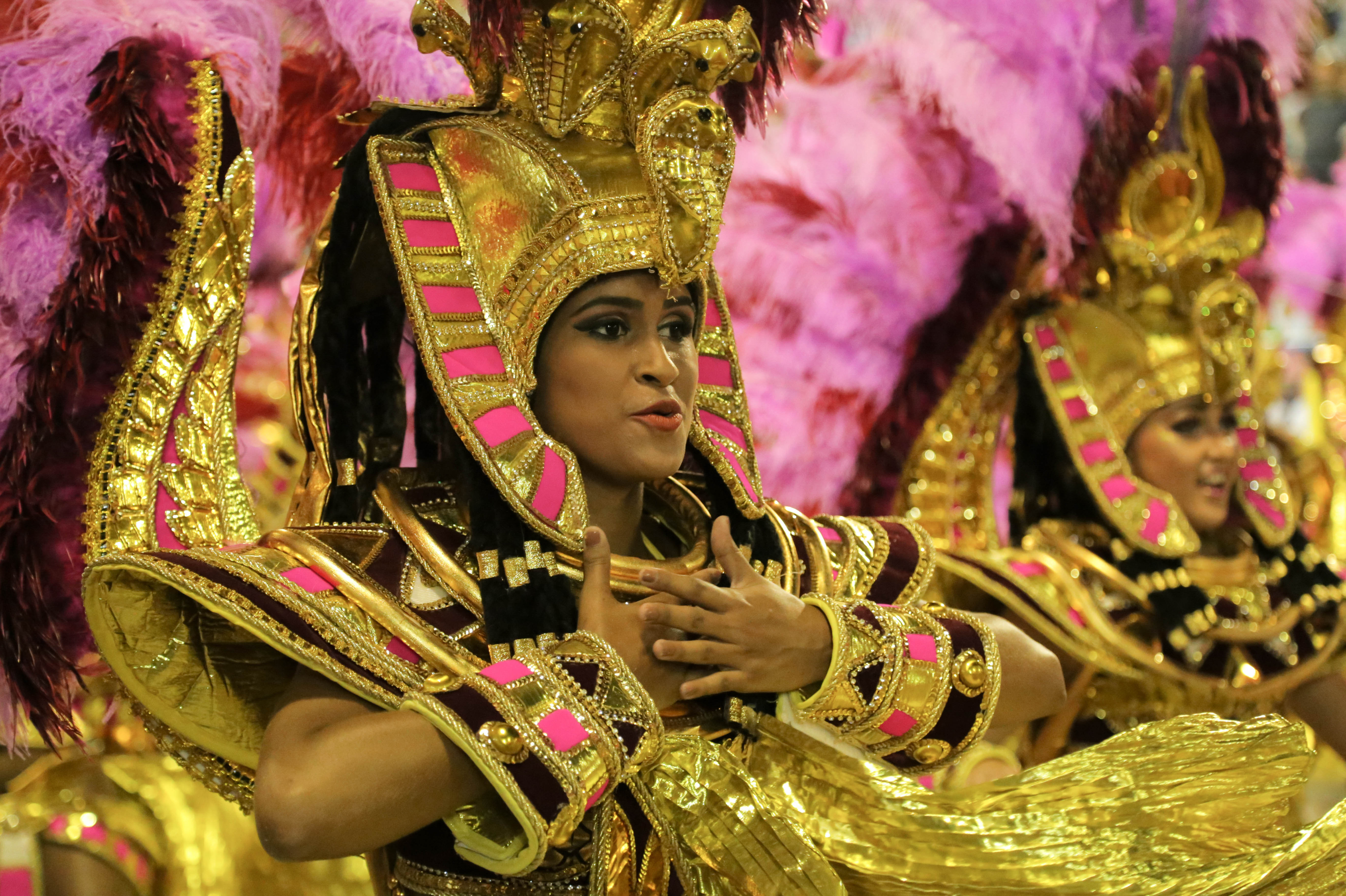 Fernanda Florentino, passista da escola de samba Acadêmicos do Salgueiro durante o desfile do dia 13 de fevereiro no Carnaval de 2018.