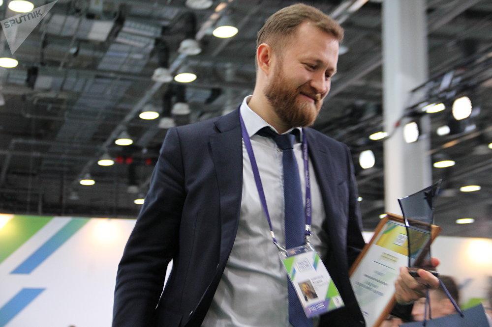 Andrei Zimenkov, funcionário da empresa Rostelekom, de Moscou, recebe título de vencedor do concurso Líderes da Rússia