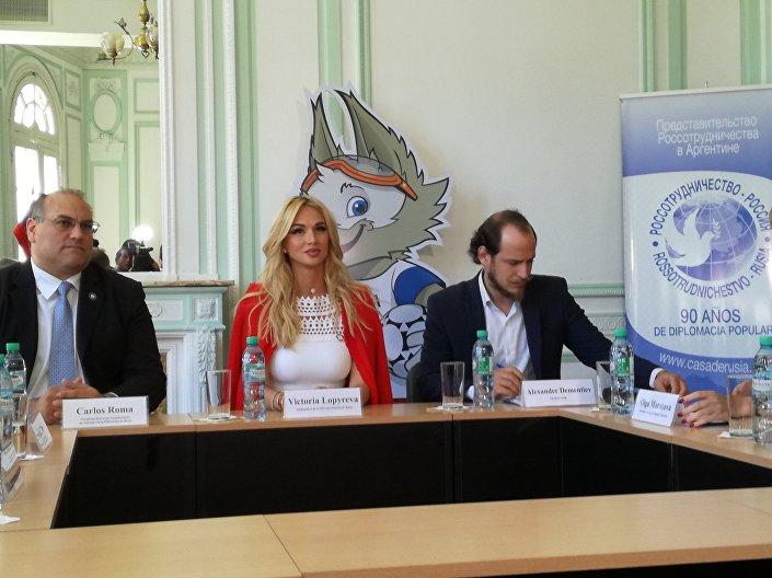 Viktoria Lopyreva, embaixadora da Copa do Mundo 2018, durante visita oficial à Argentina