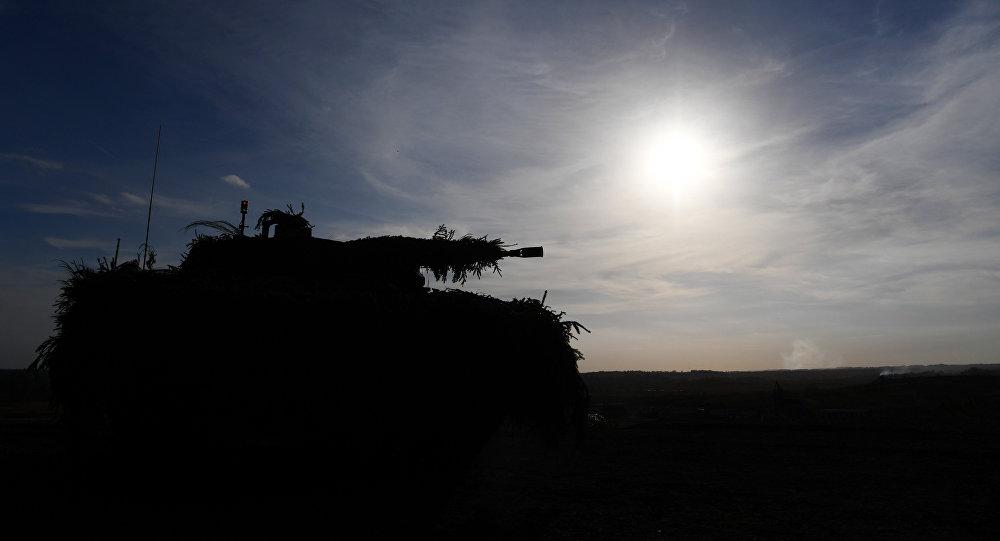 Veículo de combate Puma da Bundeswehr (Forças Armadas da Alemanha) durante exercícios militares no noroeste do país