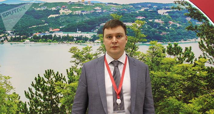 Konstantin Kolpakov, presidente do Conselho de Jovens Diplomatas da Rússia, durante o Fórum de Investimentos 2018 em Sochi, em 15 de janeiro de 2018