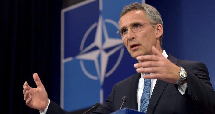 O secretário-geral da OTAN, Jens Stoltenberg, em uma coletiva de imprensa após uma reunião do Conselho do Atlântico Norte (NAC) na sessão dos Ministros da Defesa na sede da OTAN em Bruxelas, Bélgica.