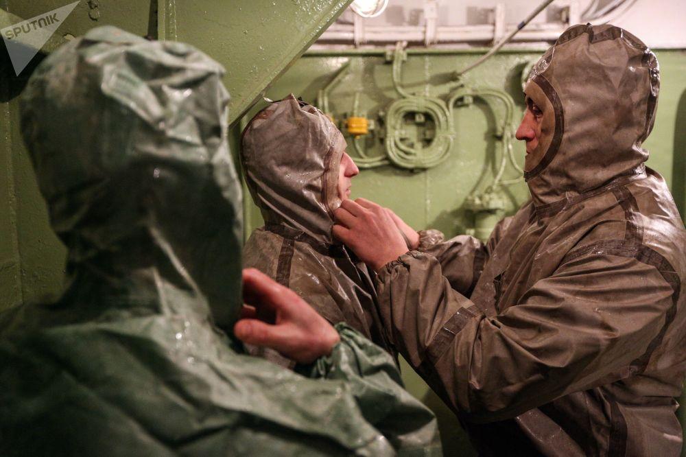 Treinos de segurança e sobrevivência a bordo do Admiral Kuznetsov
