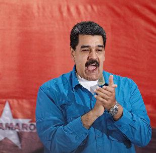 Nicolás Maduro, presidente da Venezuela, aplaude durante um evento em Caracas em 3 de fevereiro de 2018