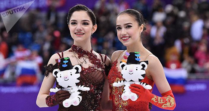 Yevgenia Medvedeva e Alina Zagitova nos Jogos Olímpicos de PyeongChang