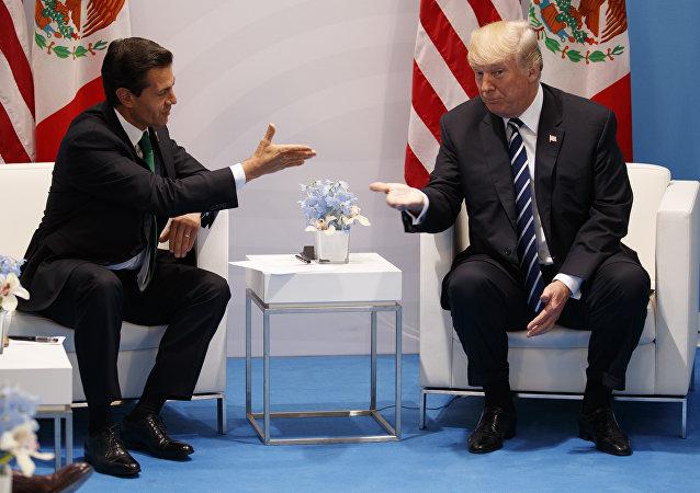 Trump e Nieto em encontro no G20, em julho de 2017.