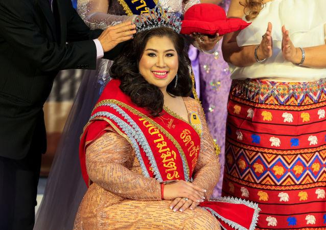 Vencedora do concurso de beleza para mulheres corpulentas Miss Jumbo 2018, na Tailândia, em 24 de fevereiro de 2018