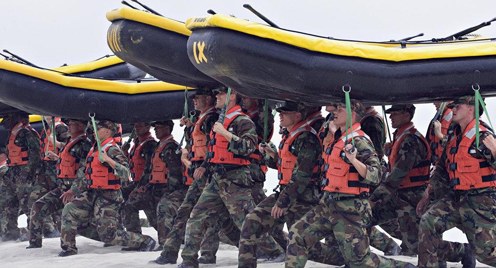 Recrutas das unidades Navy SEALs da Marinha norte-americana, Califórnia, EUA