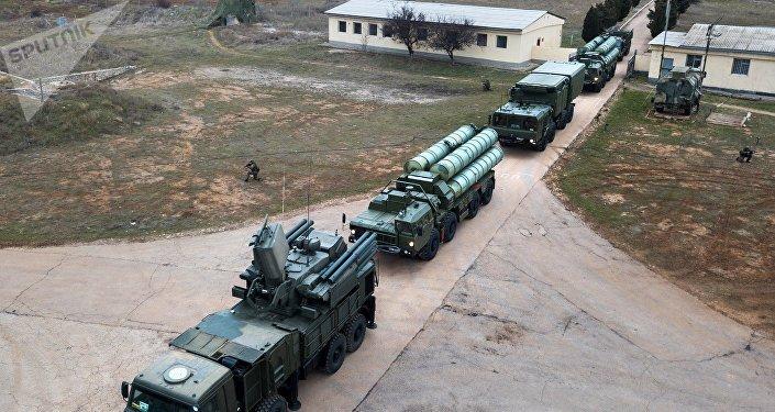 Sistema de defesa antiaérea S-400 Triumph em Sevastopol