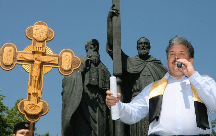 Sergie Baburin, então vice-porta-voz da Duma de Estado (câmara baixa do parlamento russo), durante um ato em homenagem à cultura ortodoxa e modo de vida tradicional na praça Eslava em Moscou, em 26 de maio de 2007