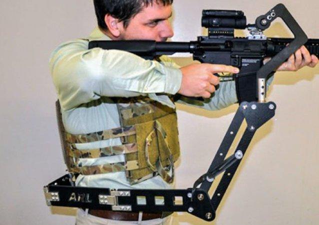 Terceiro Braço, protótipo mecânico projetado no Laboratório de Pesquisas do Exército norte-americano