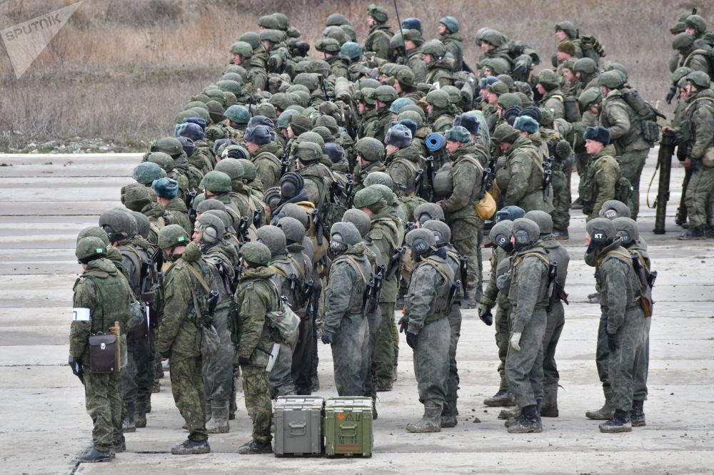 Militares russos participam das manobras táticas das Forças Aerotransportadas no polígono Raevsky