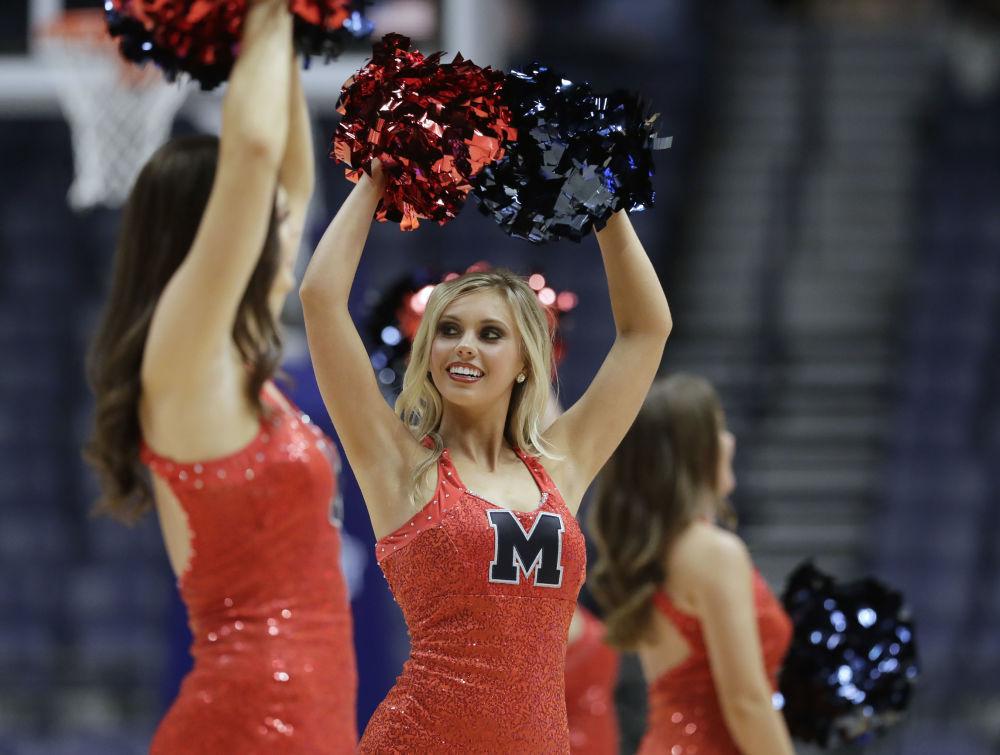 Animadoras de torcida durante torneio de basquete feminino em Nashville, EUA