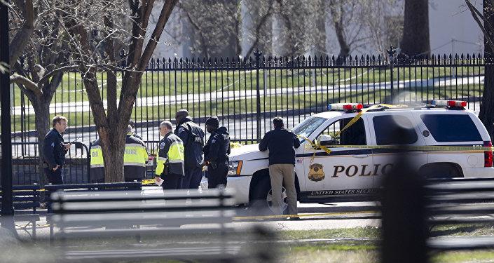 Homem comete suicídio nas proximidades da Casa Branca.