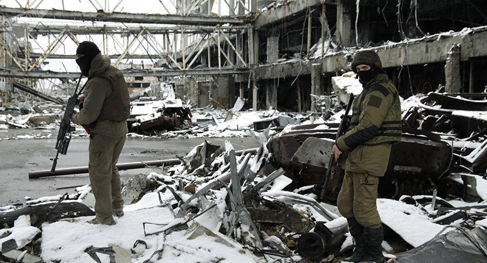 Milícias da República Popular de Donetsk no território do aeroporto de Donetsk