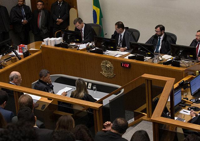 Ministros do STJ durante sessão que votou Habers corpus do ex-presidente Lula nesta terça-feira