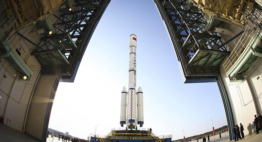 Foguete Long March II-F portando o primeiro módulo para a estação espacial chinesa Tiangong-1
