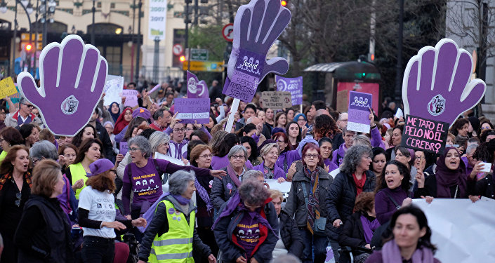 Mulheres espanholas fazem greve no Dia Internacional da Mulher