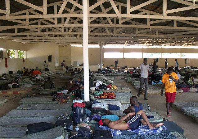 O governo do Acre afirma não ter condições para lidar sozinho com a crise na cidade de Brasileia, principal ponto de entrada de haitianos que vêm ao Brasil sem visto.