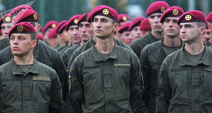 Militares ucranianos durante manobras internacionais Rapid Trident-2016
